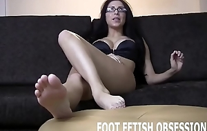 I want u to blow your load for everyone my pretty little feet