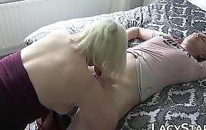 Mature hell-cat facialized after young Hawkshaw anal and BJ