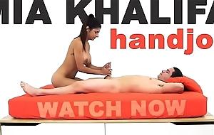 MIA KHALIFA - Arab Goddess Performs Clever Weight Handjob On Peter Green