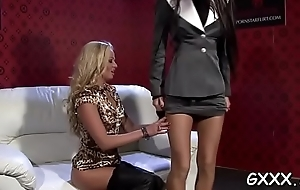 Sexy babe plays respecting saliva on lover'_s arse and fingers fur pie