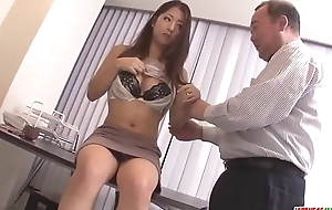 Satomi Suzuki sex tool fucked and licked aloft clit by older man - More at one's disposal Japanesemamas com