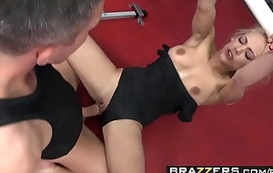 Hot blonde Gymnist (Loulou) sucks cock rather than work out - BRAZZERS