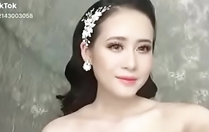 Asian Teen In Bus Unvaried beauty girl