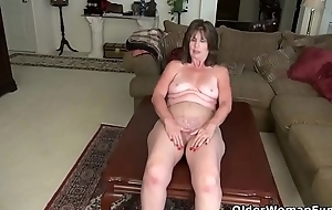 American gilf Kelli by fits toying her hairy slit