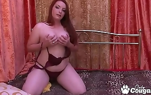 Chunky Chick Amanda Retto Plays With Her Plump Pussy