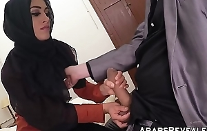 Gorgeous muslim babe fucks be proper of a place everywhere stay be proper of the night
